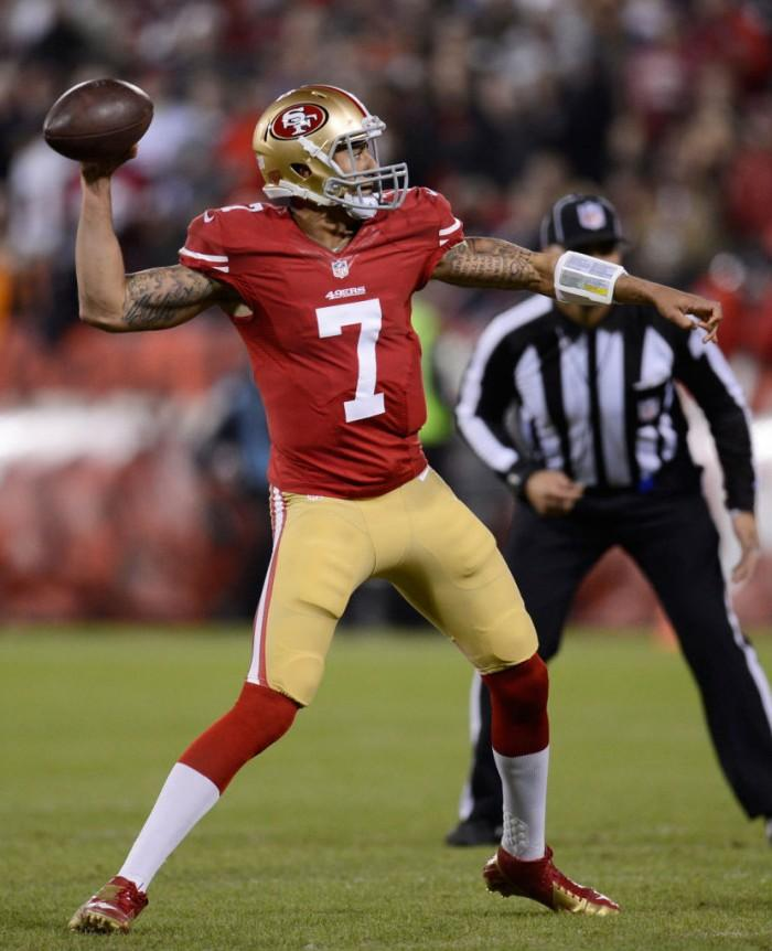 Kaepernick+throws+a+pass+for+the+49ers.